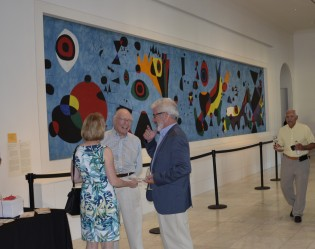 Patrons talking at the Cincinnati Art Museum Taste of Duveneck.